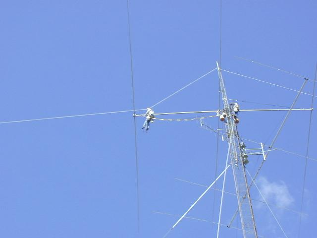 WB9Z working on his full size 40 meter yagi at 140 feet